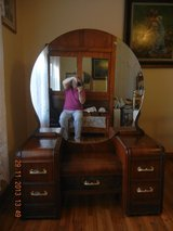 Antique Dressing table with large mirror in Ottumwa, Iowa