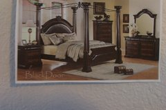 4 Poster bed      Queen in Fort Lewis, Washington