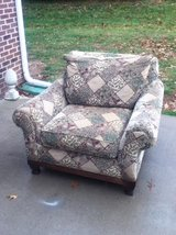 Sealy Posturepedic  Leopard / Floral  Oversize  Chair in Fort Campbell, Kentucky